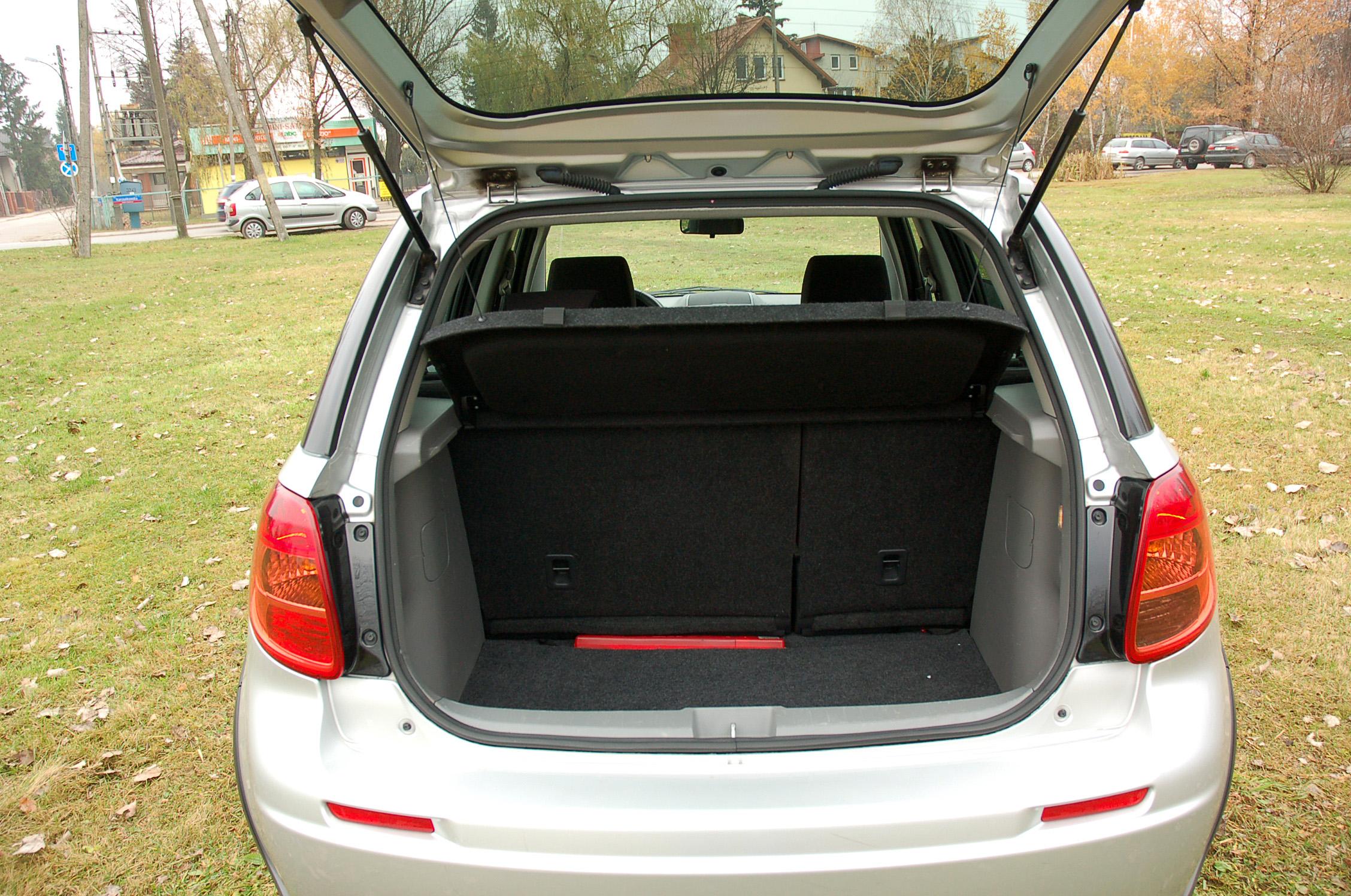 Suzuki SX4 bagażnik