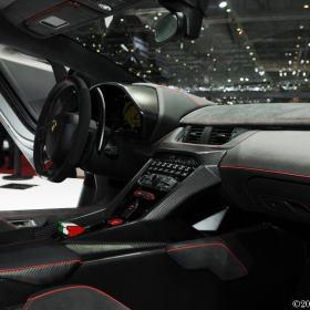 Lamborghini-srodek-7