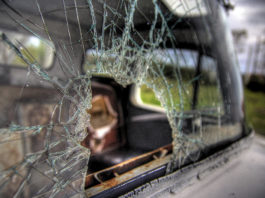 Uszkodzona szyba samochodowa