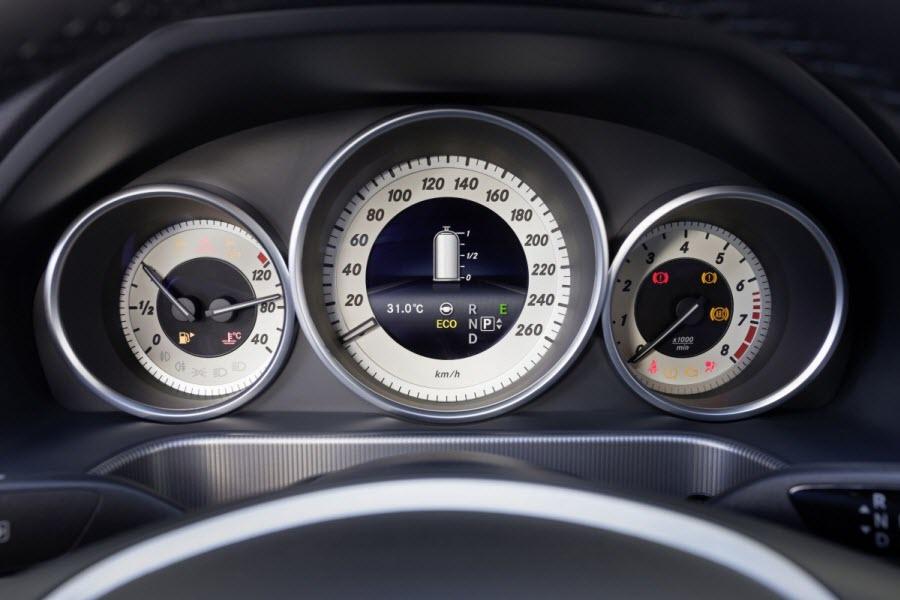 Mercedes-Benz-E-220-BlueTEC-BlueEFFICIENCY-Edition-3